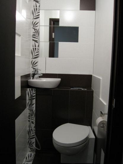 Zerkalo-v-malenkom-tualete-foto