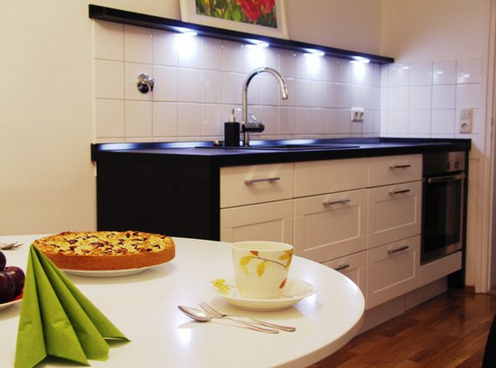 Кухни без навесных шкафов фото