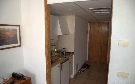 Кухня в коридоре фото-10