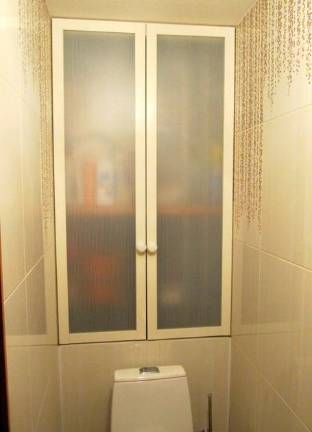 шкаф в туалете за унитазом фото