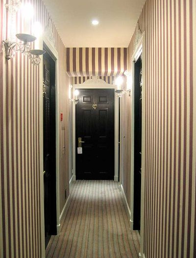 dizayn-malenkogo-koridora-foto-13
