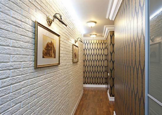 Искусственный камень в дизайне коридора