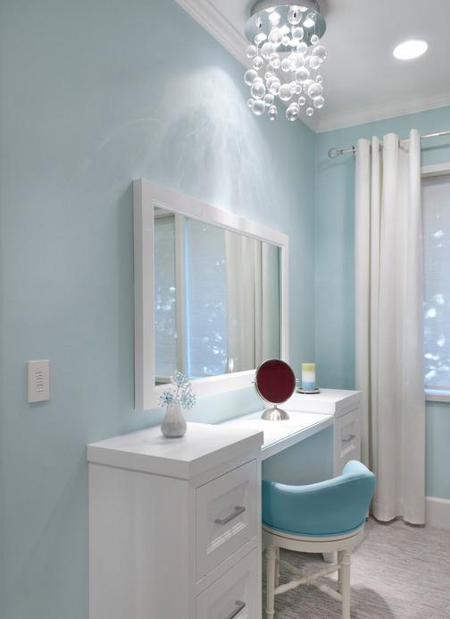 tualetniy-stolik-v-bolshoy-spalne-foto