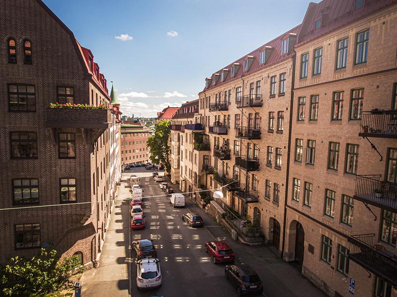 〚 Цветочные обои на кухне и белоснежная гостиная: квартира в Гётеборге (50 кв. м) 〛 ◾ Фото ◾Идеи◾ Дизайн